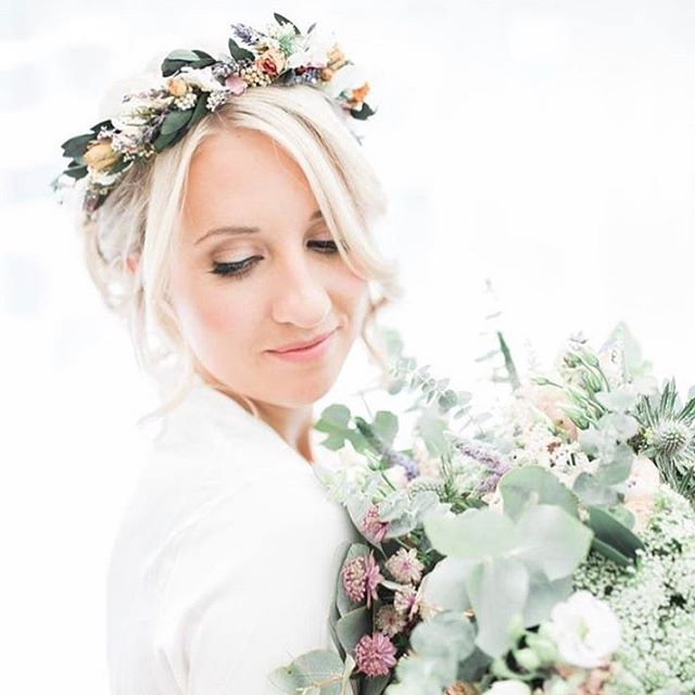 S T U N N I N G image by _loveandlifestudio makeup by _katiebishmua hair by _megggie28 flowers by _p