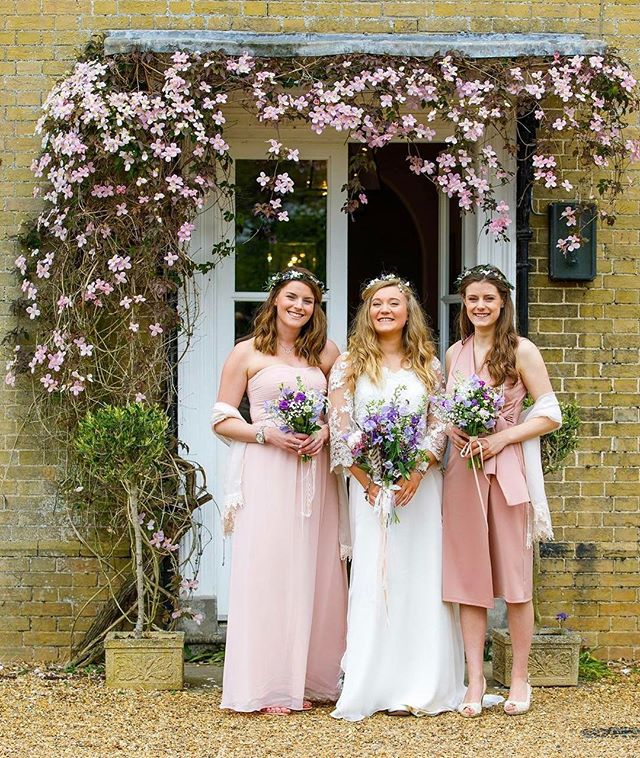 Smiles all round this Sunday 🙌🏼🌸🌸🌸 how pretty is this!_ The bride wears _love_from_becky hair v