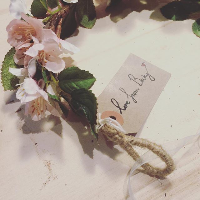 Pretty fakes in the workshop today 🌸 blossom and twine with ribbon to tie #natural #silkflowers #fl
