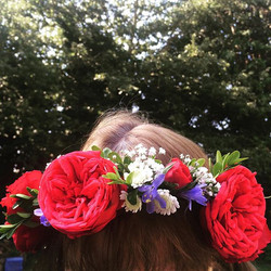 Nature is beautiful 💕 my lovely mum loves trying them on! #freshflowers #flowercrown #flowercrowns