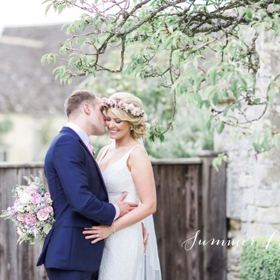 Love is sweet 💕 another goregous image from _summerlilyphoto of _hayleybayley86 from their wedding