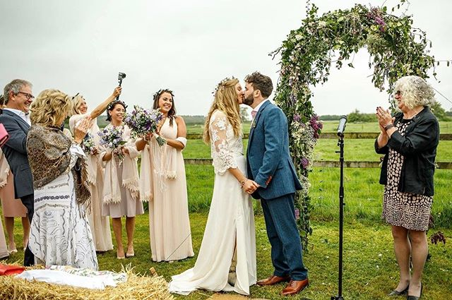 When you get married outside and totally own it 😍 beautiful bride SJ wears bespoke _love_from_becky
