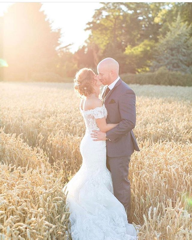 LOVE this image by _annelimphoto of Katie and Daniel a few weeks back. katie chose hair pins to go i