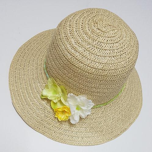 כובע קש בהיר עם פרחים