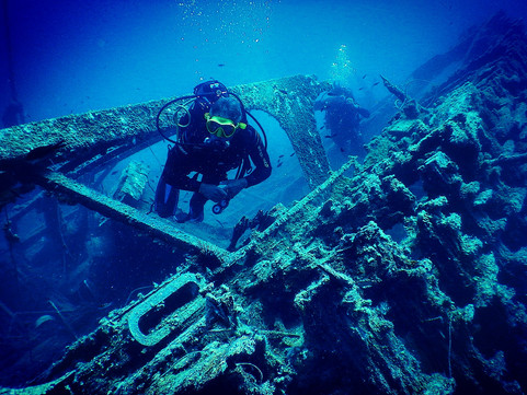 Shipwreck dive