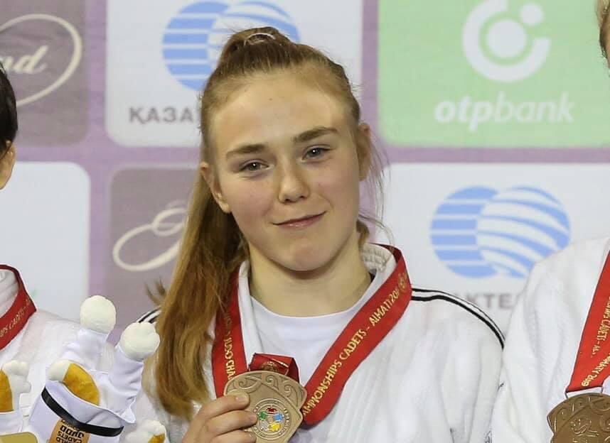 Alexe mit Medaille