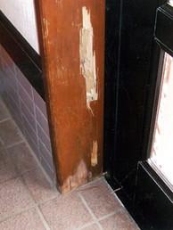 しろありによる浴室入口の被害