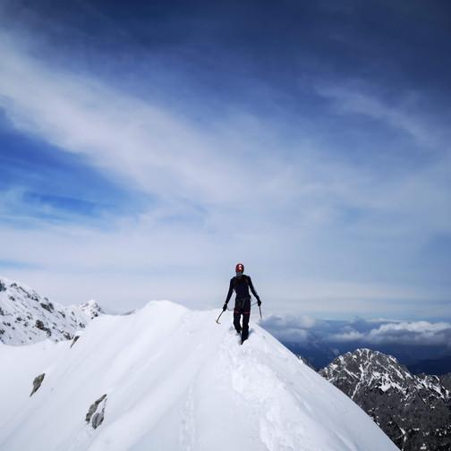 Jurij se vrača po grebenu