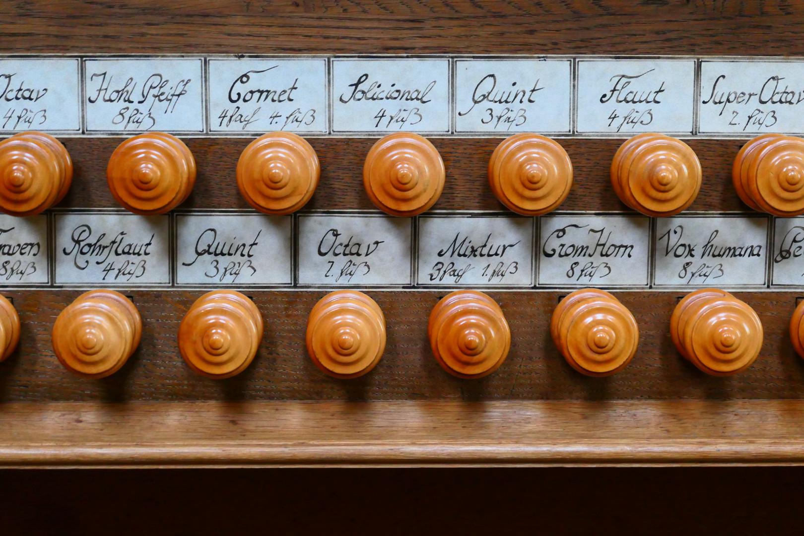 Register der alten Stumm-Orgel