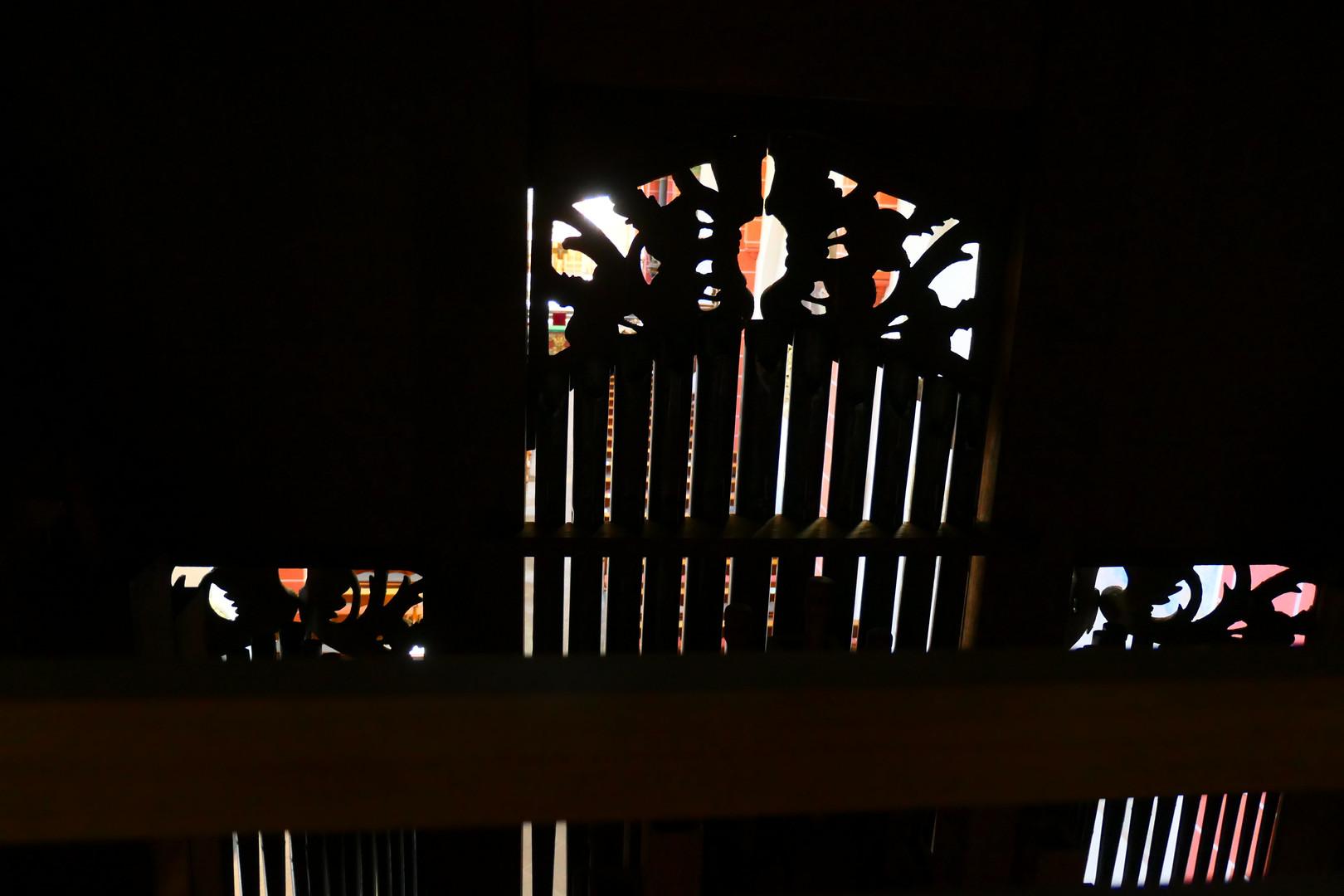 Hinter der alten Stumm-Orgel