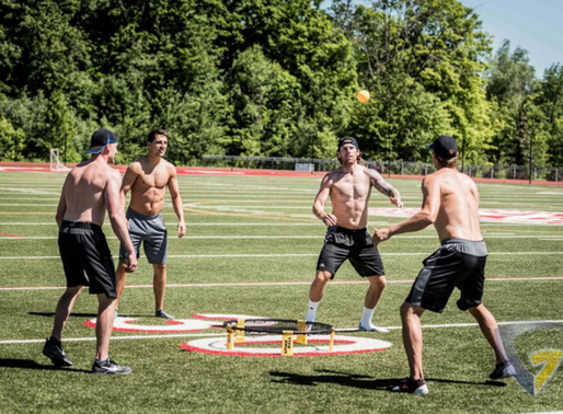 Breaking: The students playing spikeball on the quad are paid actors
