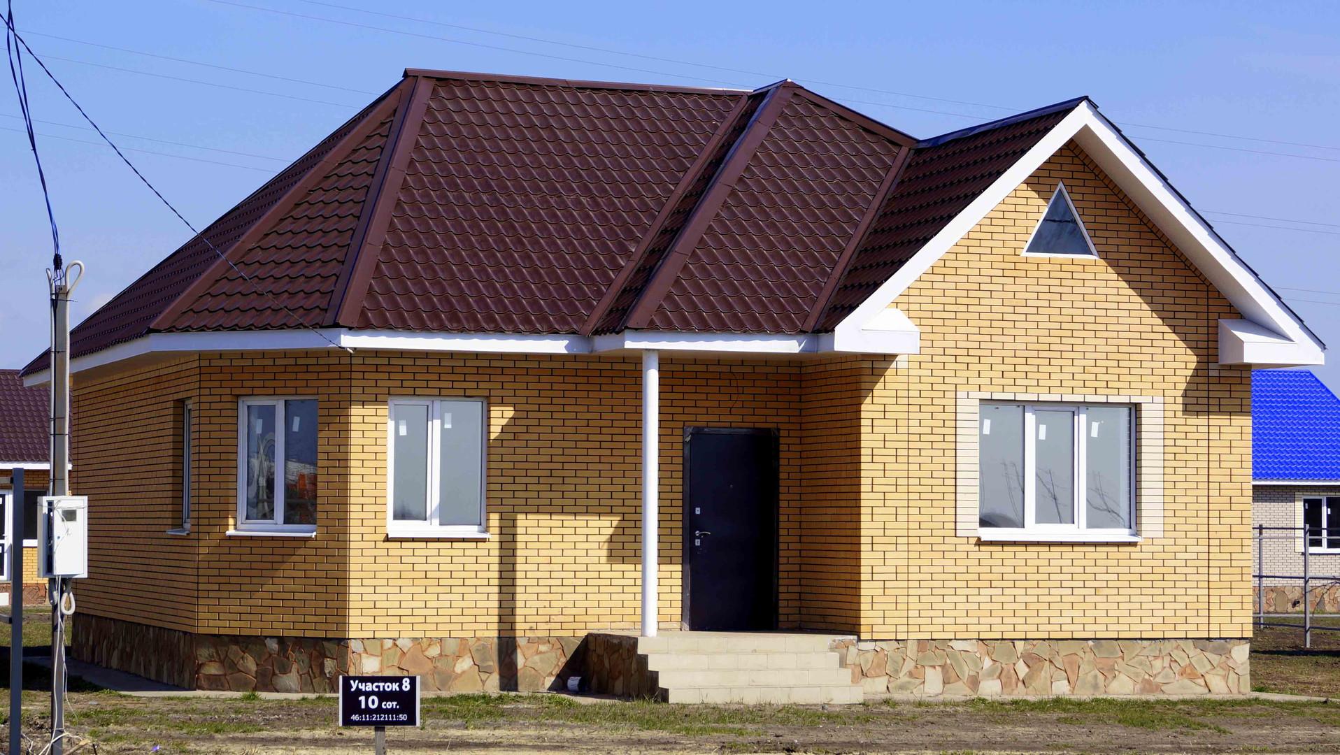 Одноэтажный дом с полуэркером