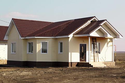Одноэтажный дом с облицовкой под сайдинг