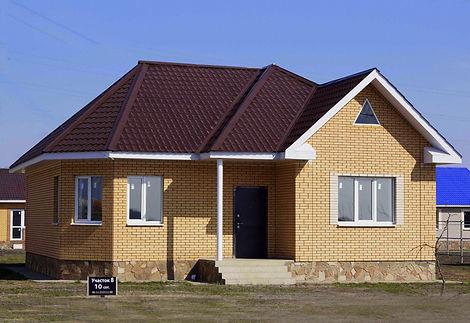 Одноэтажный дом с полуэркером.