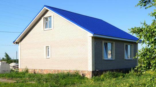 Просторный дом с мансардой