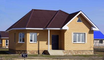 Одноэтажный дом с полуэркером_