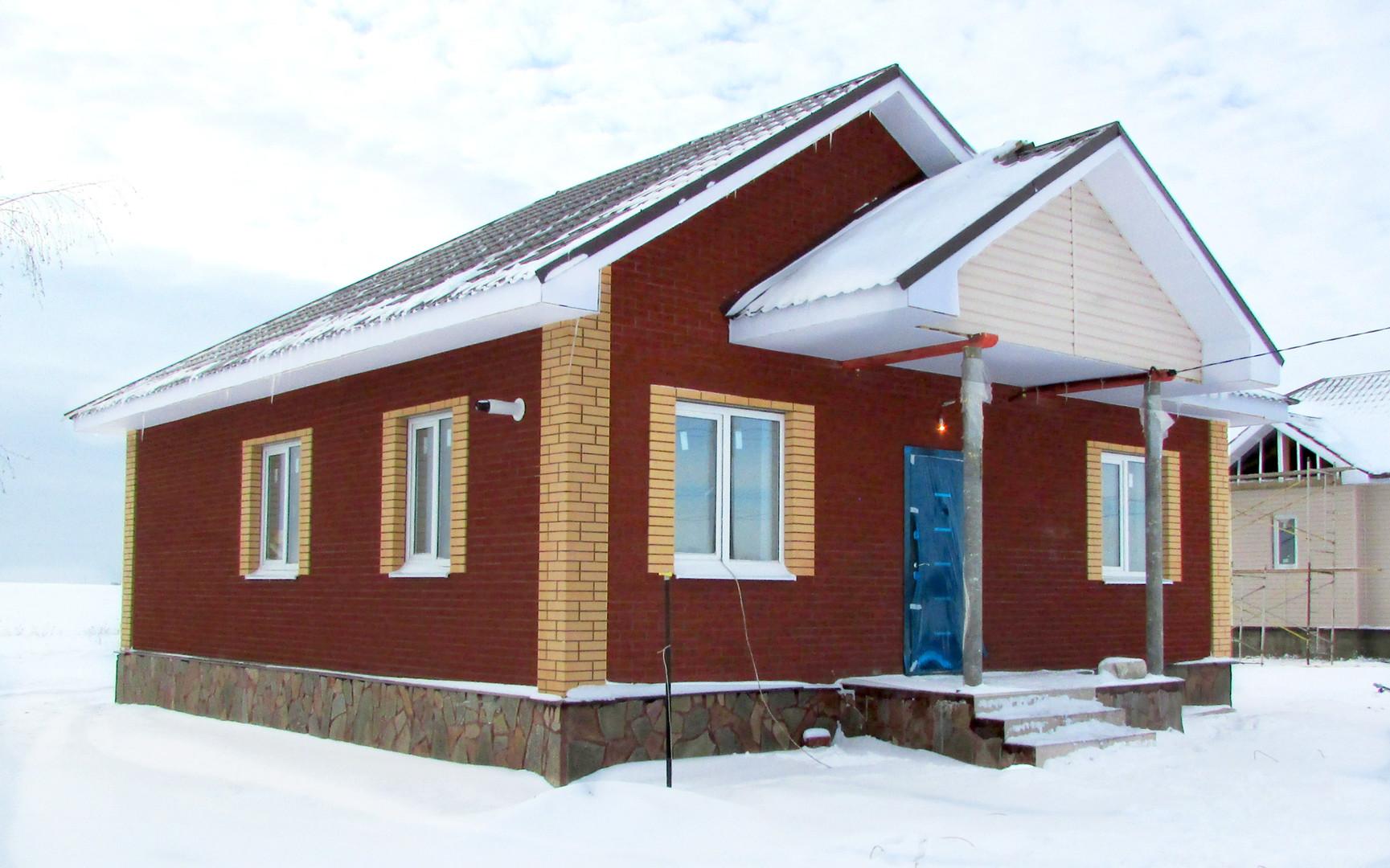 Дом из бархатного терракотового кирпича
