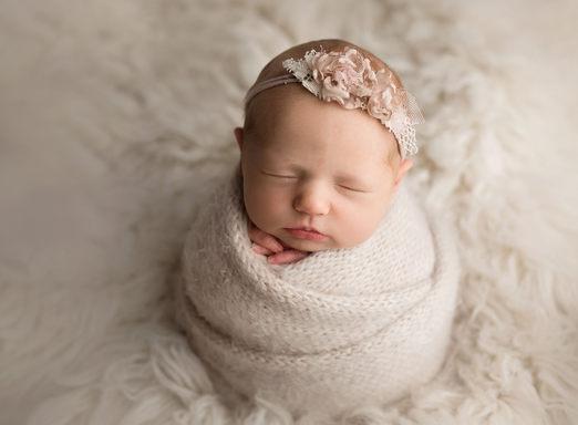 little moments matter photography Newborn photographer lloydminster Eva Newborn 022.jpg