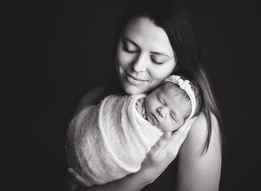 Newborn photographer lloydminster Lennon Newborn 025.jpg