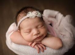 Newborn photographer lloydminster LMM_1781a1.jpg