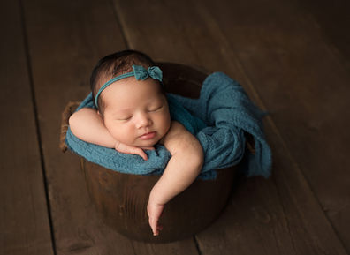 little moments matter photography Newborn photographer lloydminster Madi newborn 014.jpg