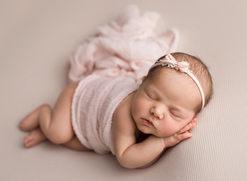 Cora newborn 006.jpg