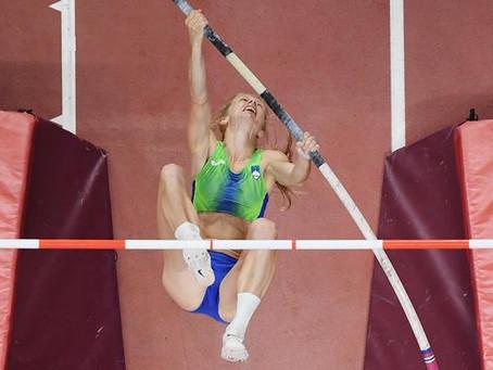 Sutej rompe récord de salto con garrocha en Ostrava