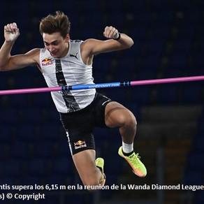 Con un salto de 6.15m, el garrochista Mondo Duplantis impone récord mundial al aire libre en Roma