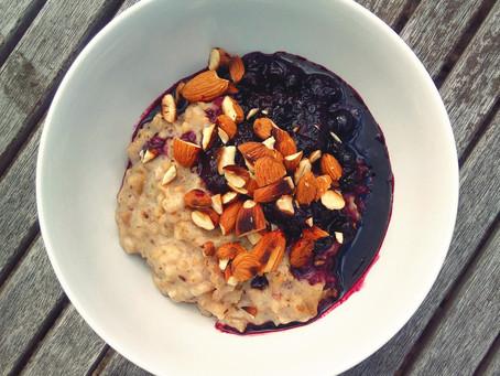 Low-Sugar Blueberry Almond Pinhead Porridge