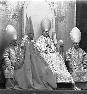 pope-pius-xi-papal-mass-at-throne.jpg