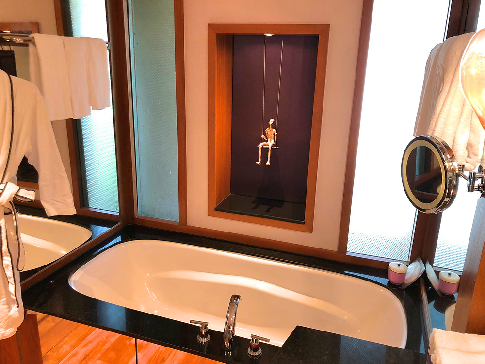 Prestige Suite - The bathtub that fitted all 1.80m of me
