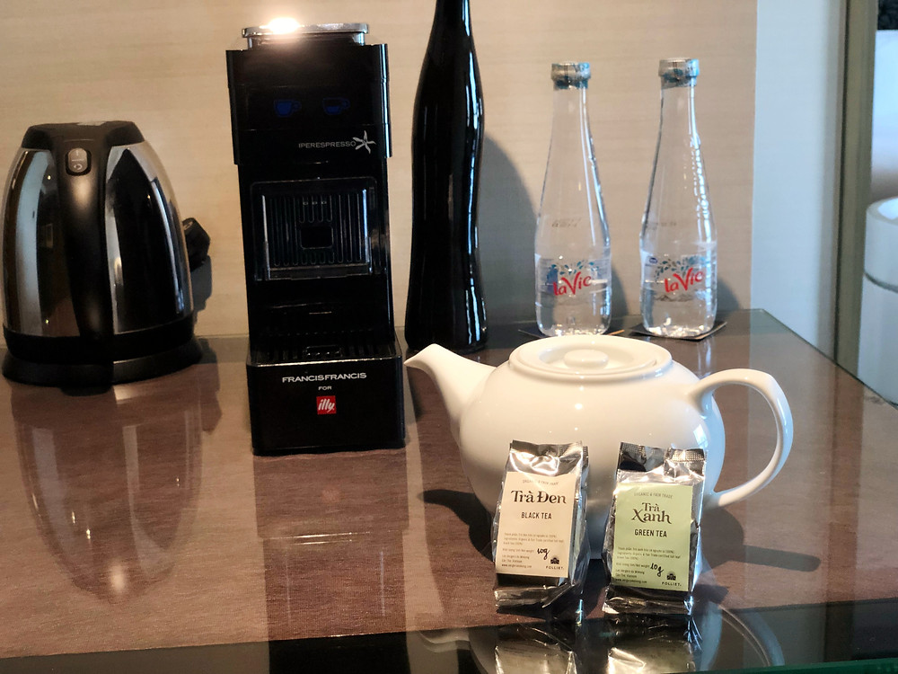 Prestige Suite - Fresh tea leaves with a teapot for guests