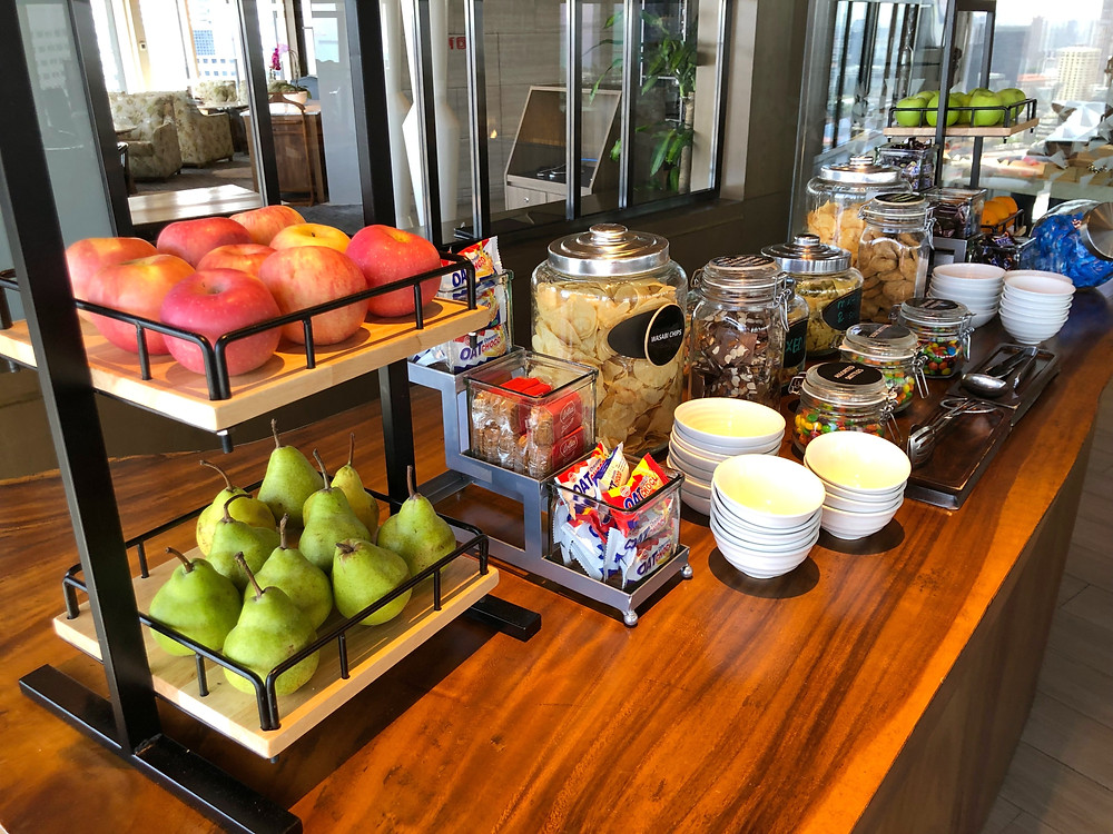 Pacific Club Lounge - Fresh fruits and snacks available throughout the day