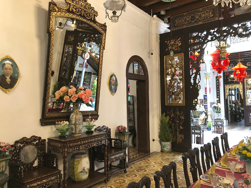 One of the large mirrors in the main dining hall to allow the owner to always be aware of his surroundings
