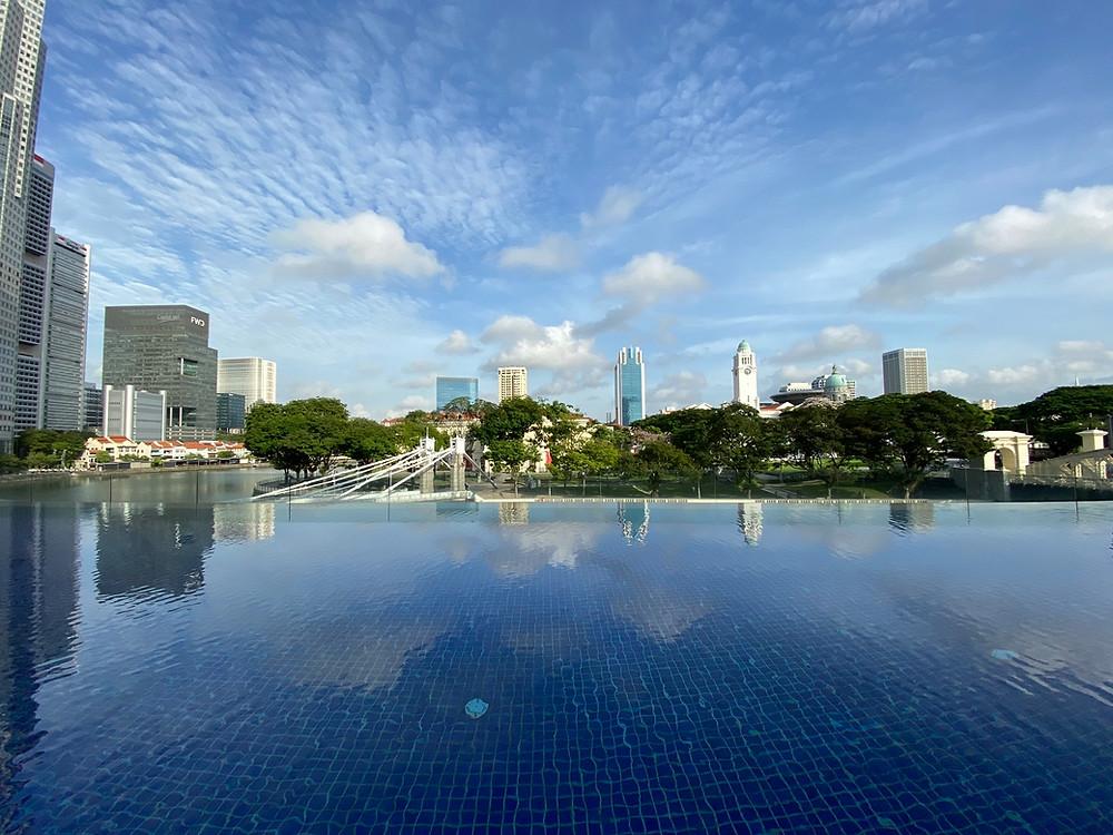 Loving Fullerton Hotel's infinity pool
