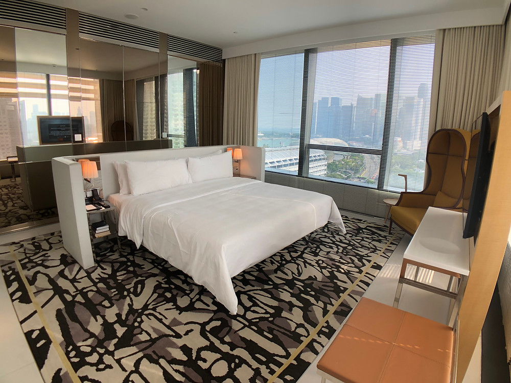 Premier Marina Bay View Suite - We really enjoyed the view and design of the bedroom