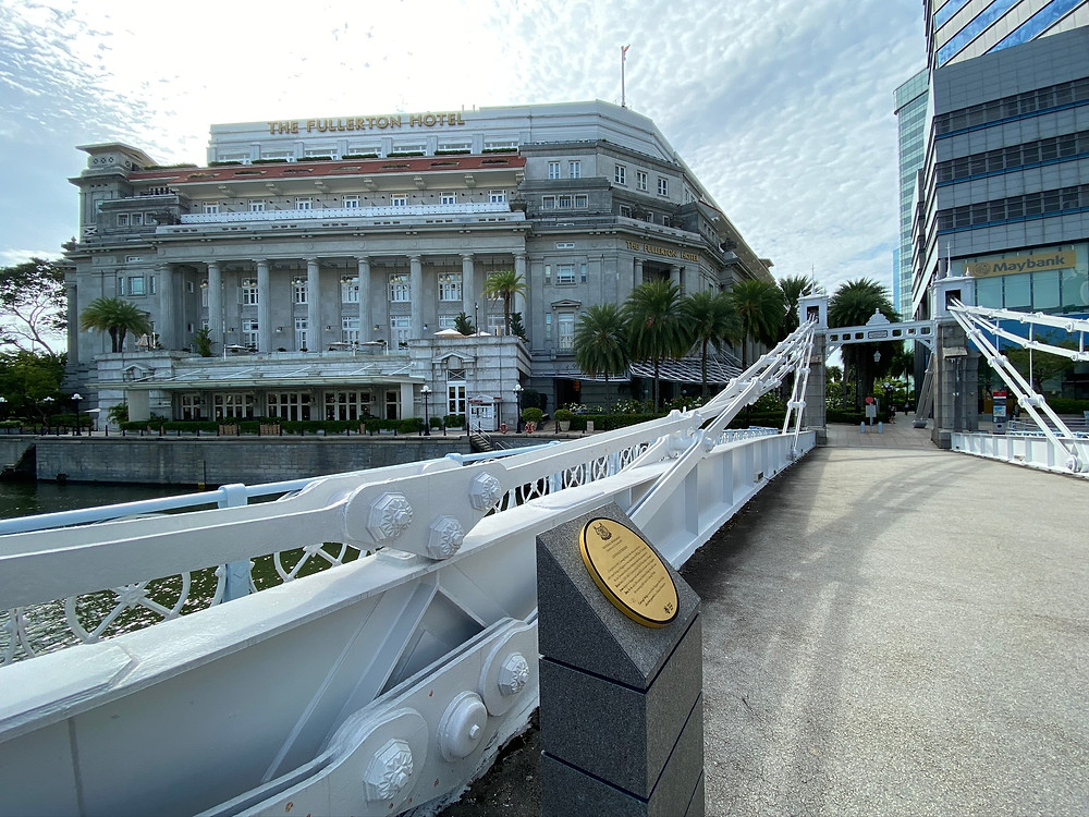 Love this view of two historic artefacts: Cavenagh Bridge and The Fullerton Hotel