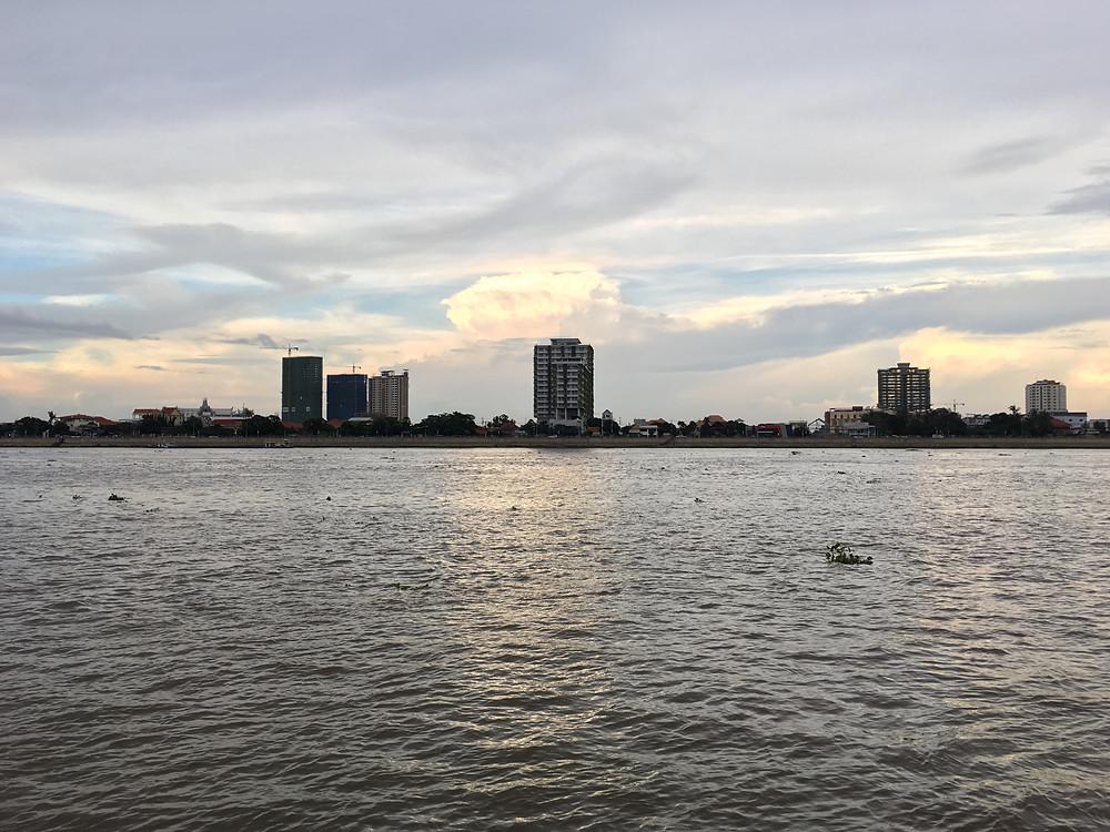 Sailing along the wide Tonle Sap river