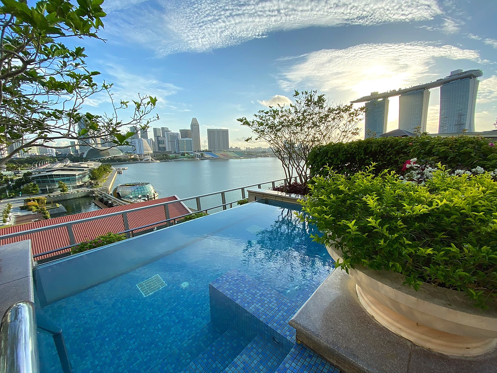 Fullerton Bay Hotel - The jacuzzi offers a fantastic view of Marina Bay Sands