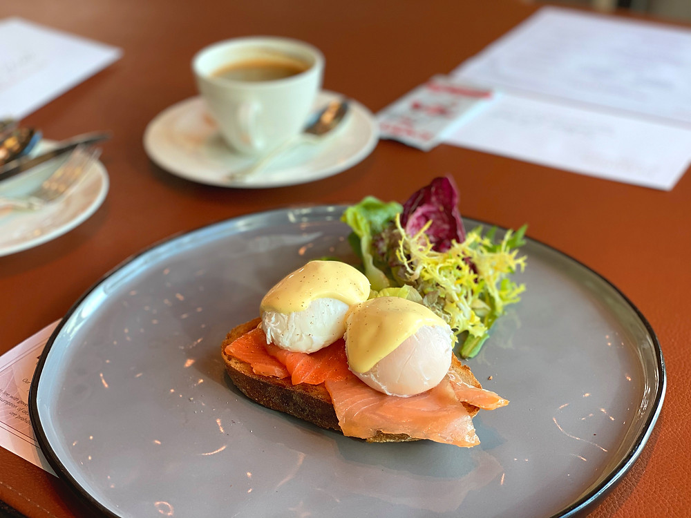 Fullerton Bay Hotel - Enjoying poached eggs and smoked salmon for breakfast at Fullerton Bay Hotel
