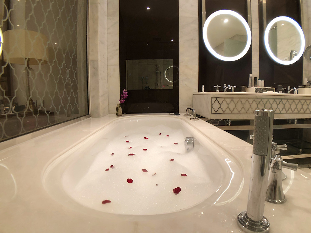 Waldorf Astoria Suite with Sea View - A bubble bath is so good in the hot Middle Eastern summer