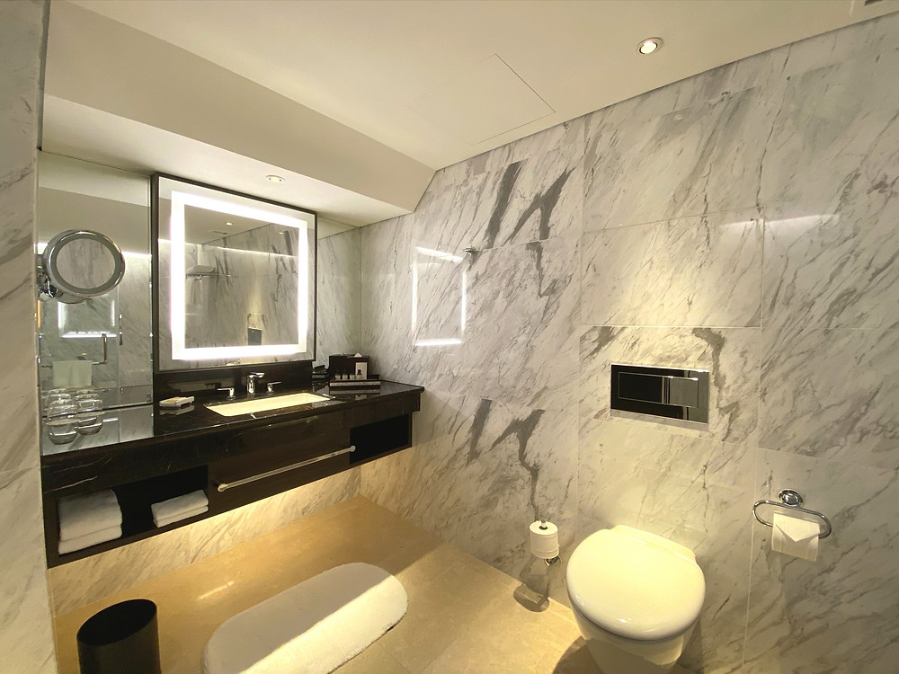 Fairmont Singapore Signature King Suite - View of the bathroom