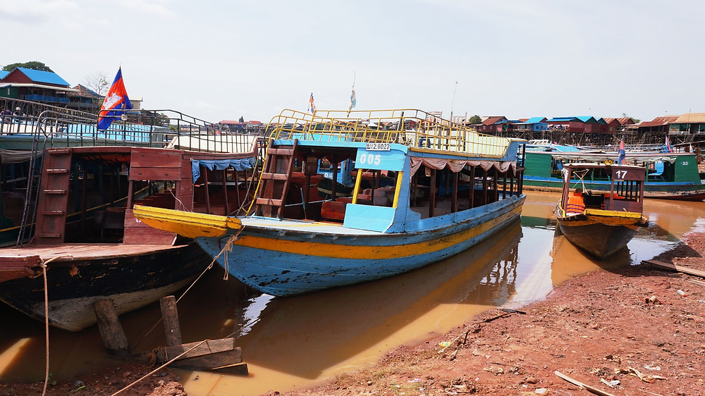A parked boat in Kompong Khleang