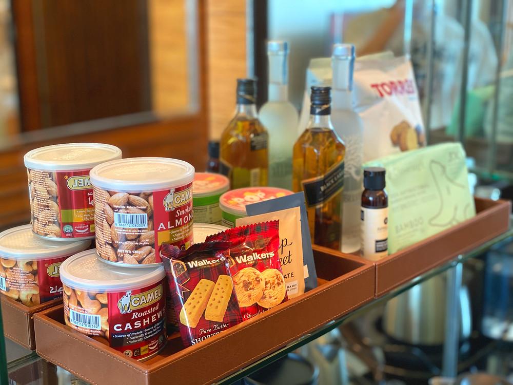 Fullerton Bay Hotel Premier Bay View Room - Some nice premium snacks