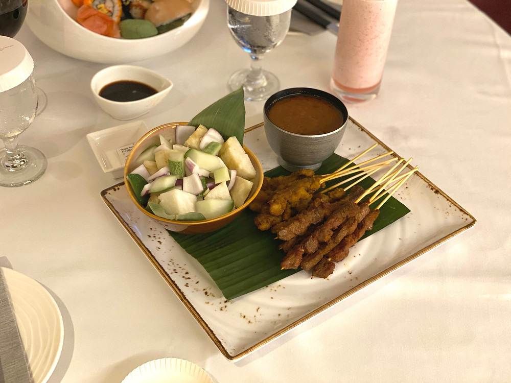Fairmont Singapore Room Service - 12 sticks of satays and a strawberry smoothie for supper