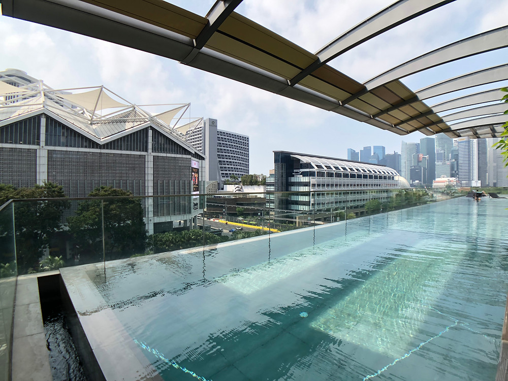 """The """"proper"""" swimming pool on level 6"""