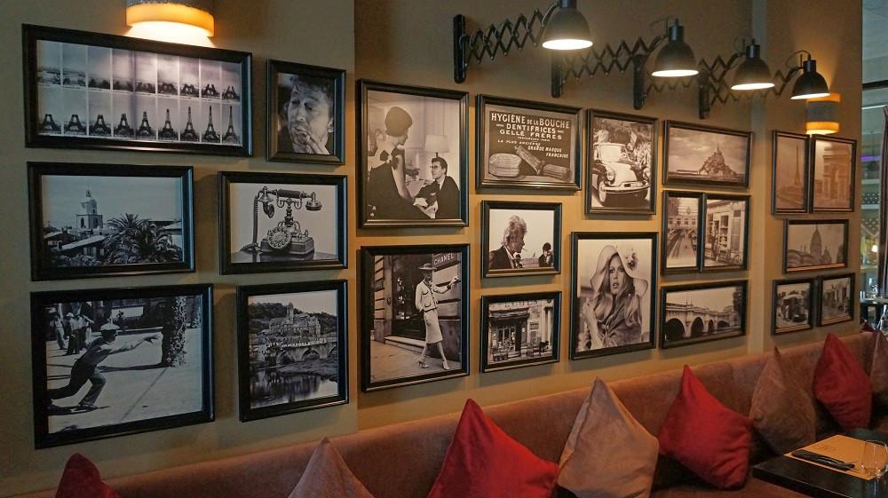 The interior of Café Francais