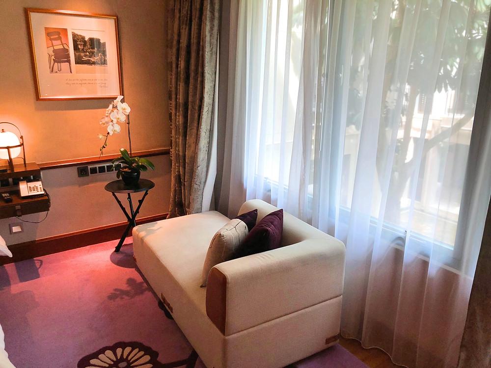 Prestige Suite - Lounge chair in the bedroom