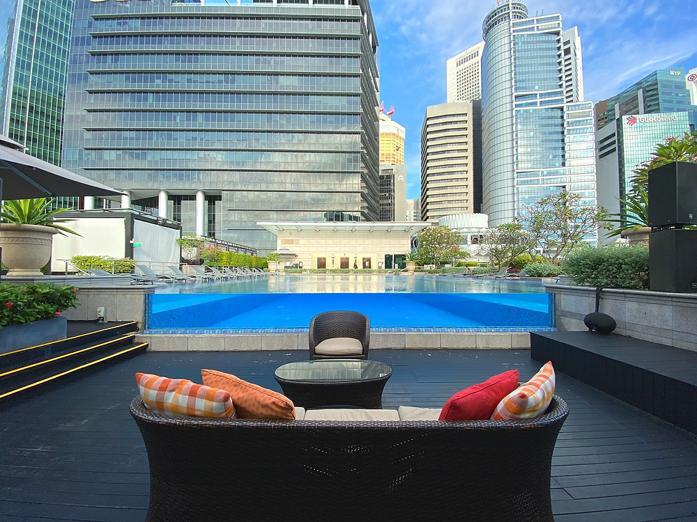 Fullerton Bay Hotel - Chill and watch people swim