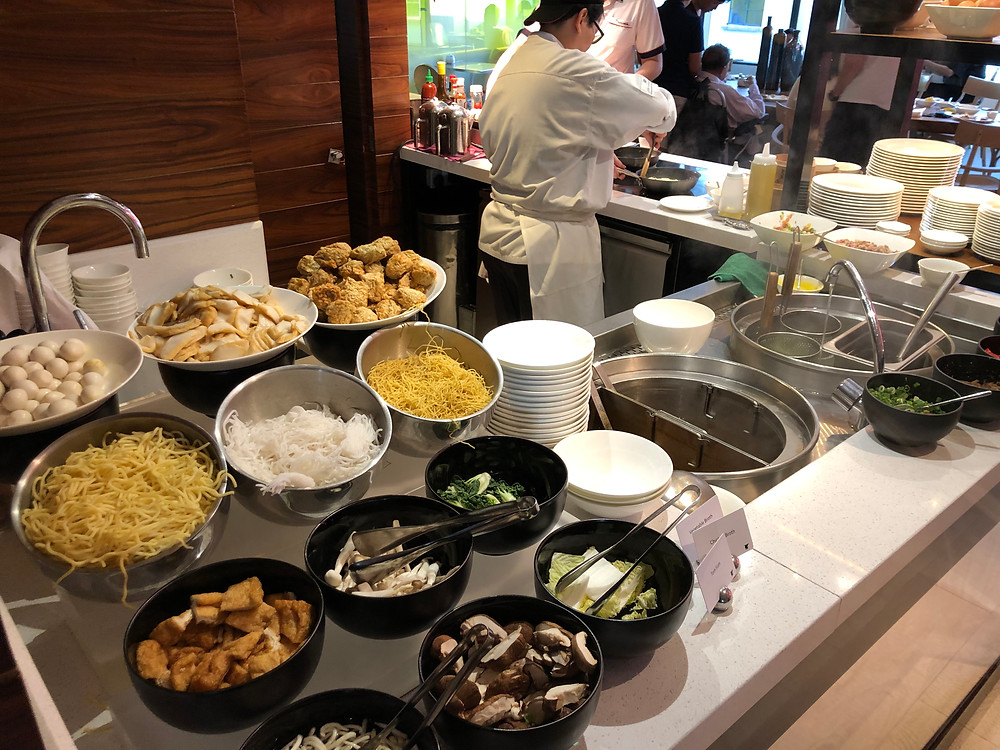 Executive Lounge - Live station for freshly-cooked noodles